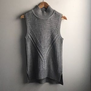 Romeo + Juliet Couture grey knit mock neck tunic